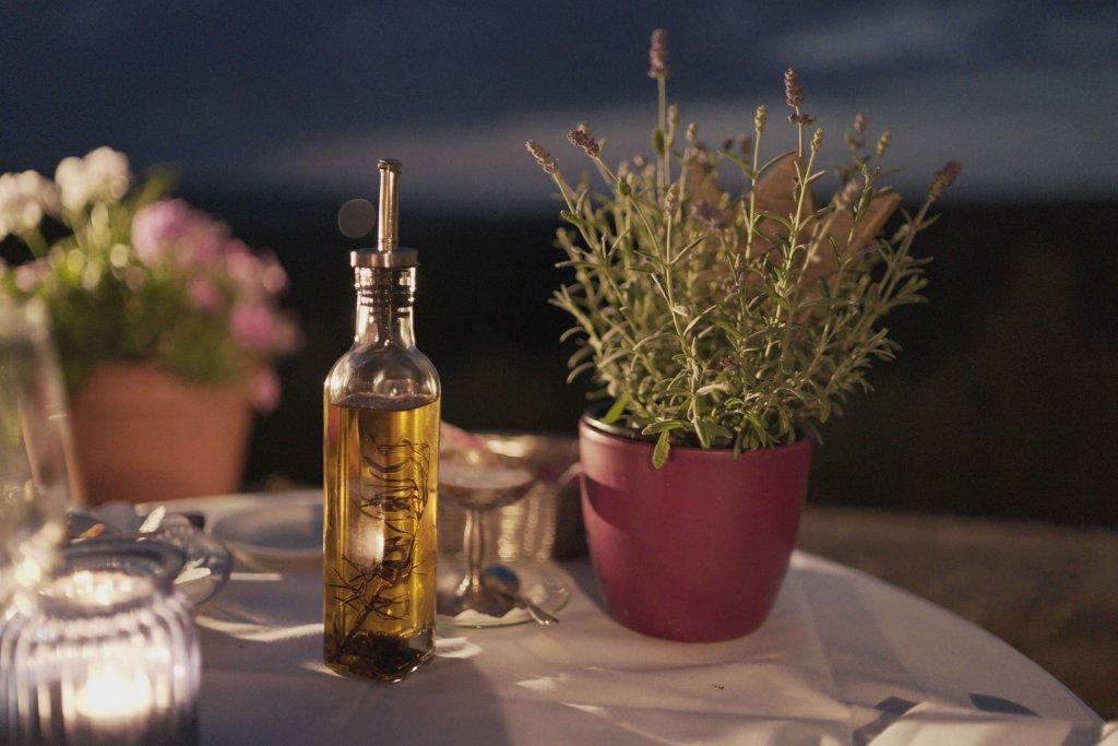 食べるオイル「アマニ油」が美肌に良い理由とは?