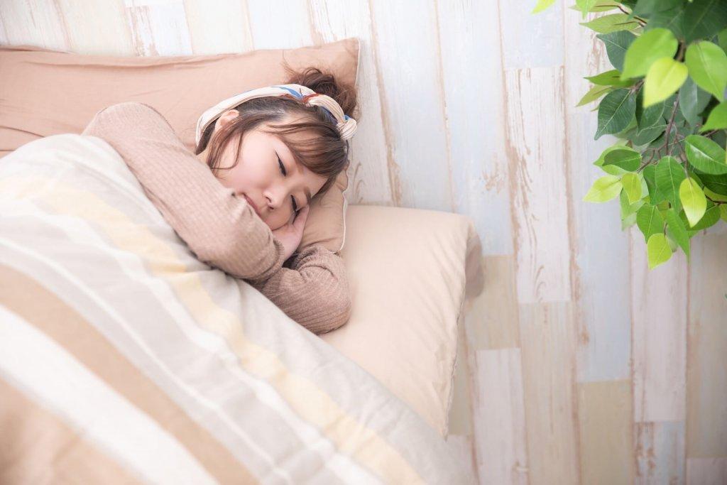 メラトニンで寝ながらスキンケア!注目の睡眠美容法とは?