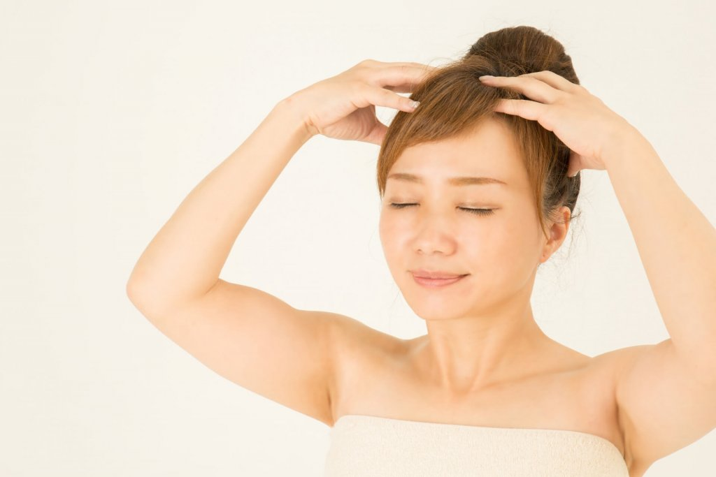 頭皮マッサージで髪の悩みを解消!肩・目の疲れ、顔のたるみにも
