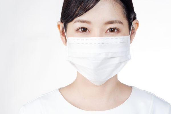 マスクが原因でシミが!?シミを防ぐマスクの選び方使い方